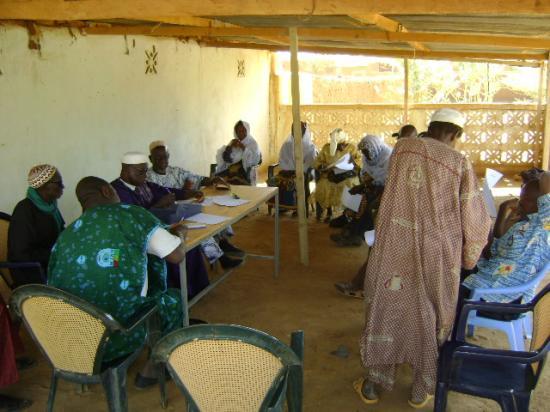 2012-02-01 , remise des fonds de la 1 ère tranche des projets
