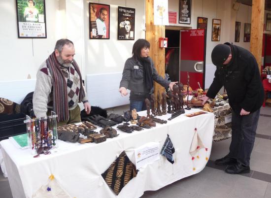 Laurence et Guy au stand du CQK au vide-grenier ( 12 février)